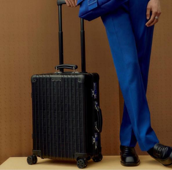 fendi x rimowa合作打造奢華行李箱!ff logo髮絲紋登機箱、客製皮革行李吊牌值得收藏