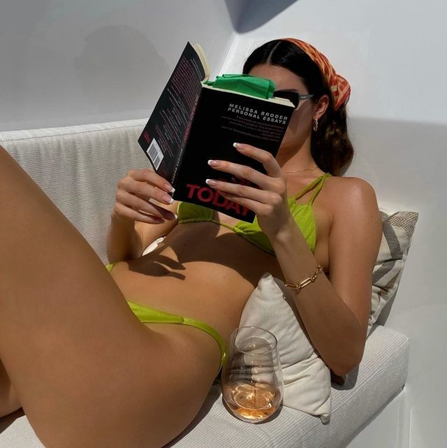 Green, Skin, Leg, Technology, Gadget, Electronic device, Room, Human leg, Sitting, Long hair,