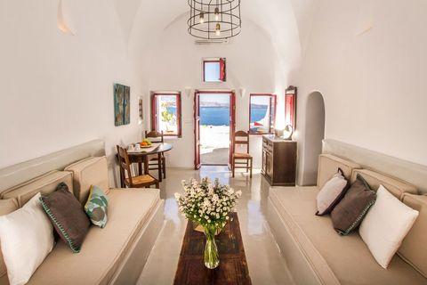 Room, Interior design, Property, Living room, Furniture, Building, House, Real estate, Ceiling, Home,