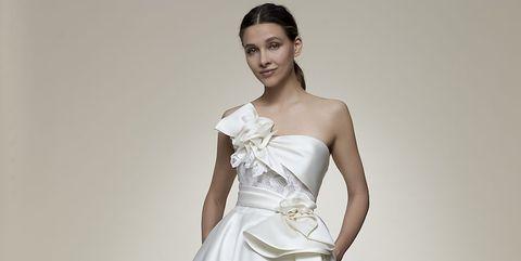 名古屋のドレスショップ、マリアフェリアの白ドレスモデル着用画像