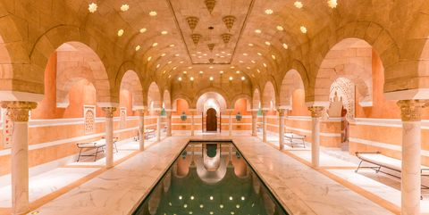 Building, Aisle, Architecture, Symmetry, Function hall, Room, Leisure, Interior design, Palace, Arch,