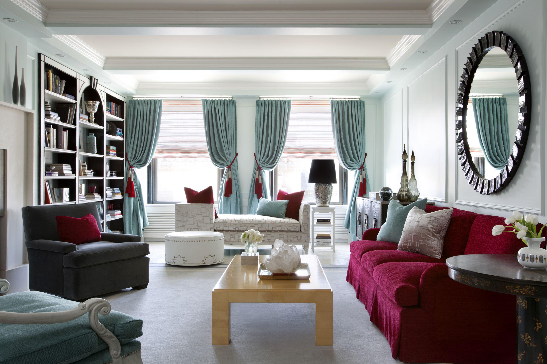 Living room: interior and details of its arrangement
