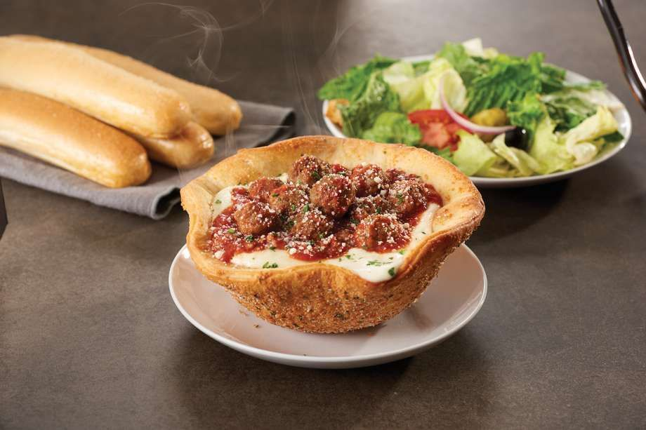 Olive Garden Meatball Pizza Bowl Review What It S Like To Eat The Meatball Pizza Bowl