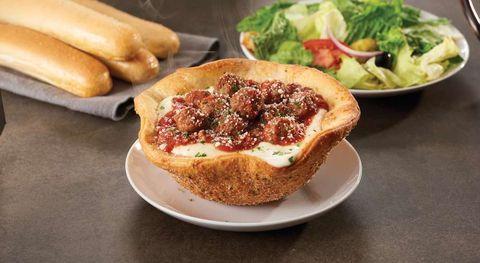 Olive Garden Meatball Pizza Bowl Review - What It\'s Like to Eat the ...