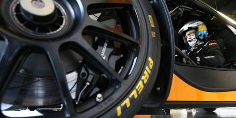Alloy wheel, Tire, Wheel, Automotive tire, Rim, Vehicle, Auto part, Automotive wheel system, Car, Spoke,