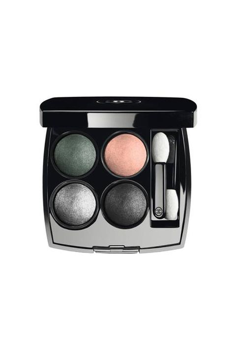 Eye shadow, Eye, Product, Cosmetics, Beauty, Organ, Brush, Human body, Face powder, Material property,