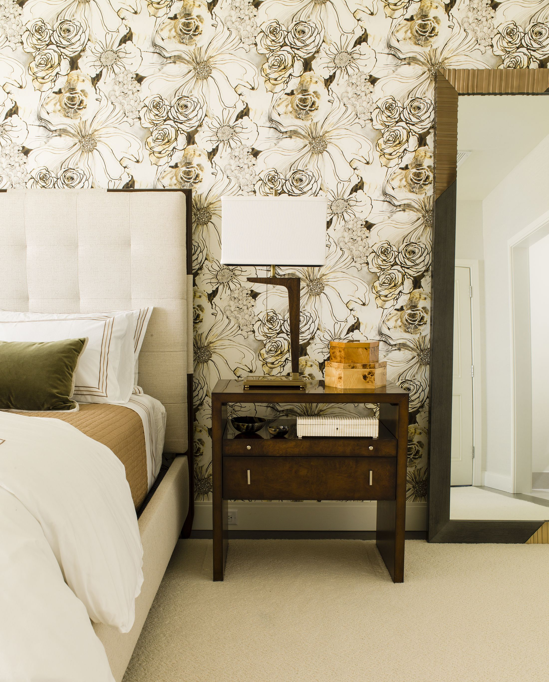 Superbe Tastefully Wallpapered Bedrooms