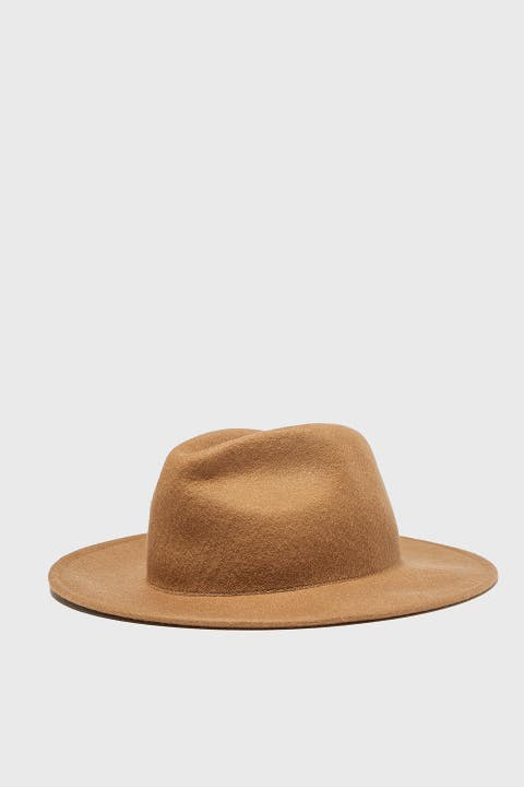 Clothing, Hat, Beige, Tan, Fashion accessory, Fedora, Headgear, Costume accessory, Costume hat, Cap,