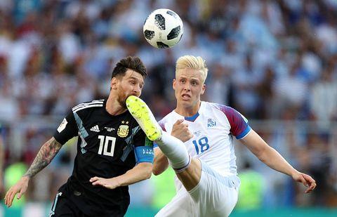 Player, Sports, Sports equipment, Team sport, Ball game, Football player, Soccer, Football, Soccer ball, International rules football,