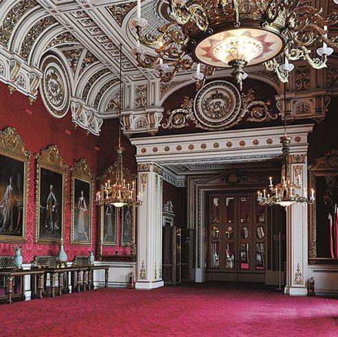 宮殿を複数使い!? 英国王室のゴージャスな住まいを徹底調査。さすがエリザベス女王! 数々の豪華な宮殿を使い分ける生活に迫ります。