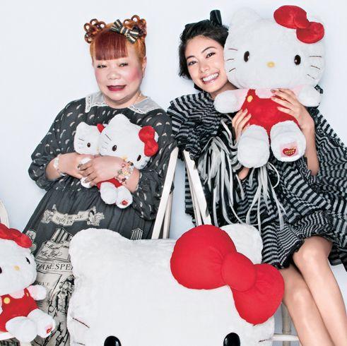 モデル森星さんと、株式会社サンリオでハローキティ第3代デザイナーを務める山口裕子さん