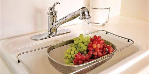 washing grapes
