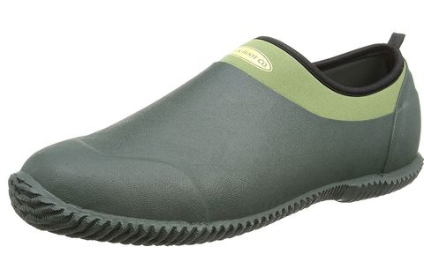 f8082be028ae8 14 Best Gardening Boots, Clogs, And Shoes You Can Buy On Amazon