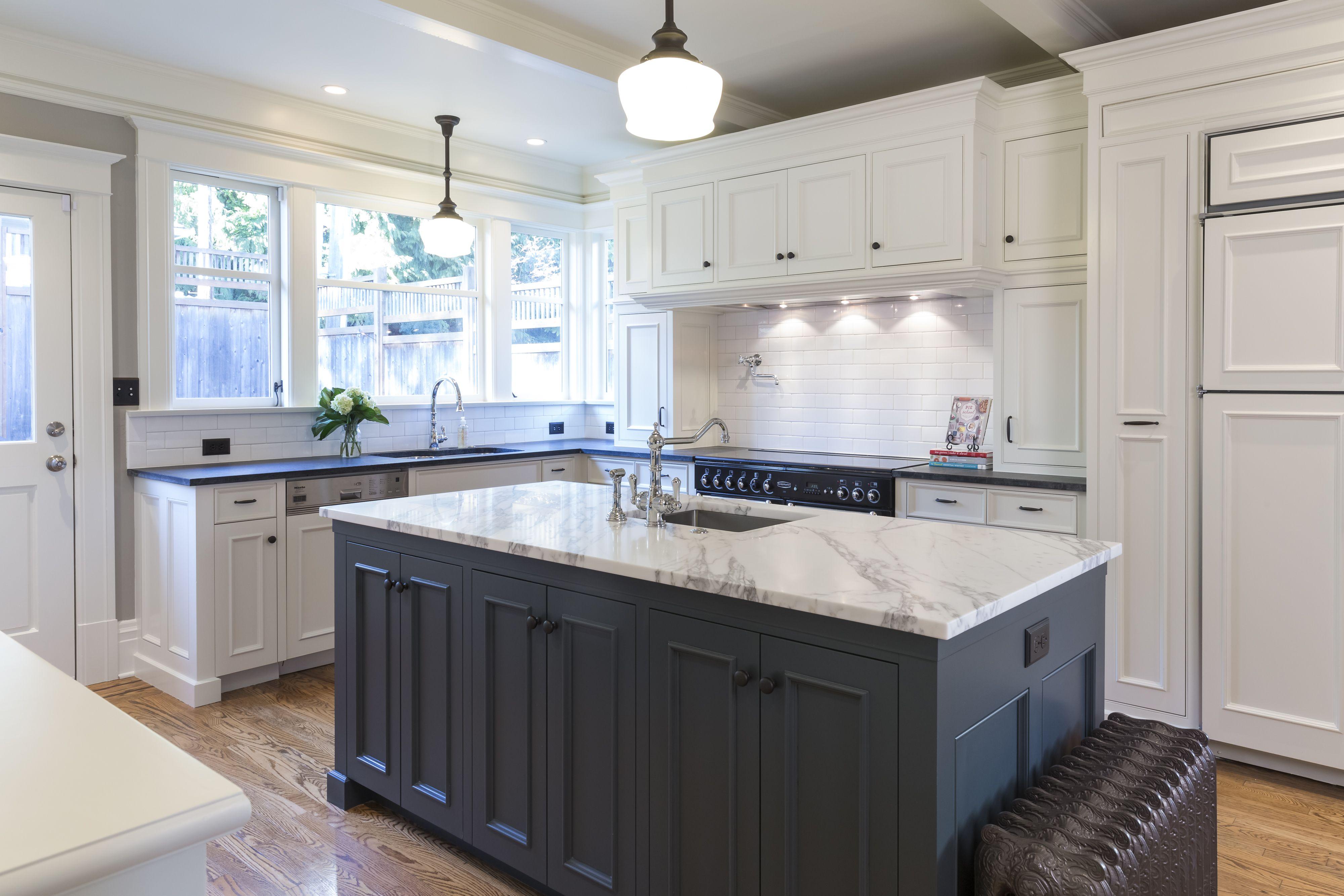 9+ Polished Kitchens with Striking Black Kitchen Islands   Dark ...