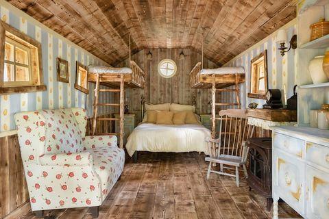 迪士尼攜手airbnb打造「小熊維尼的家」,經典樹屋造型、維尼的蜂蜜罐,想入住你還要遵守維尼家規!