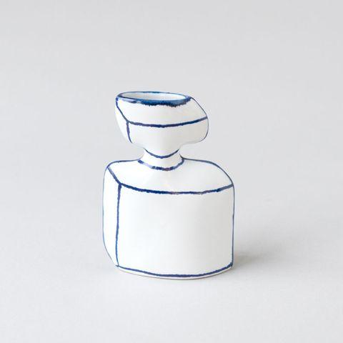 白底藍縣的香水瓶