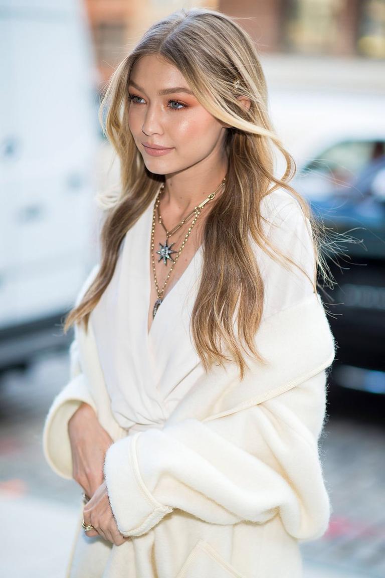 Gigi Hadid bleekt haar wenkbrauwen