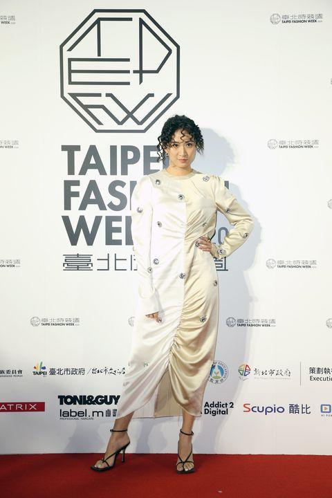 Red carpet, White, Carpet, Clothing, Fashion, Fashion model, Fashion design, Flooring, Style,