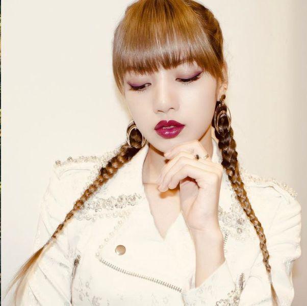 Hair, Face, Hairstyle, Skin, Lip, Nose, Beauty, Head, Selfie, Elephant,