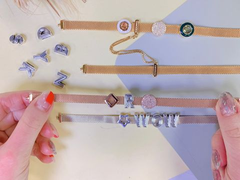 Finger, Belt, Hand, Fashion accessory, Nail, Jewellery, Strap, Bracelet,