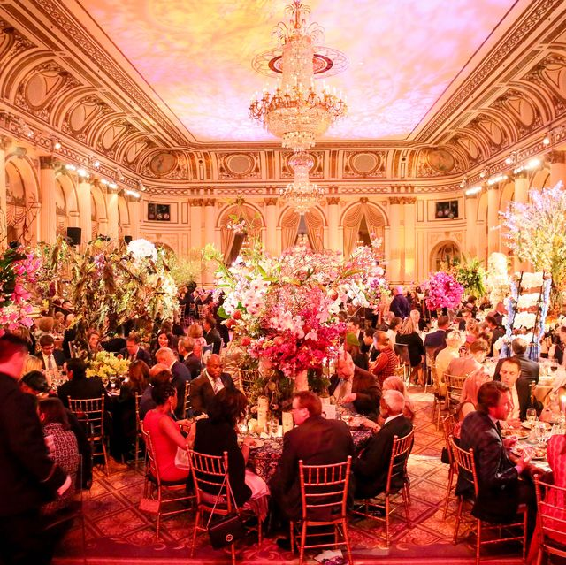 Function hall, Ballroom, Event, Lighting, Performance, Ceremony, Wedding reception, Party, Banquet, Room,