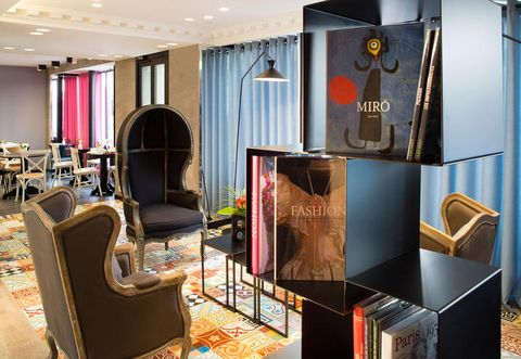 Room, Interior design, Ceiling, Musical instrument, Floor, Interior design, Hall, Musical instrument accessory, String instrument, Guitar accessory,