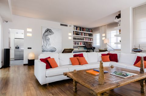 Living room, Room, Interior design, Furniture, Property, Floor, Building, Wood flooring, Coffee table, Table,