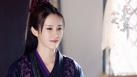 Hair, Face, Kimono, Hairstyle, Beauty, Chin, Black hair, Lip, Costume, Eye,