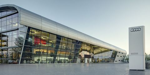 Architecture, Building, Commercial building, Facade, Mixed-use, Luxury vehicle, Shopping mall, City, Headquarters, Vehicle,
