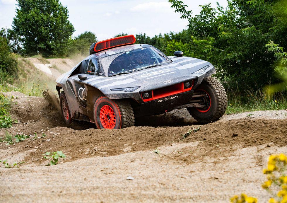671-HP Audi RS Q e-tron Is an Electrified Dakar Rally Racer
