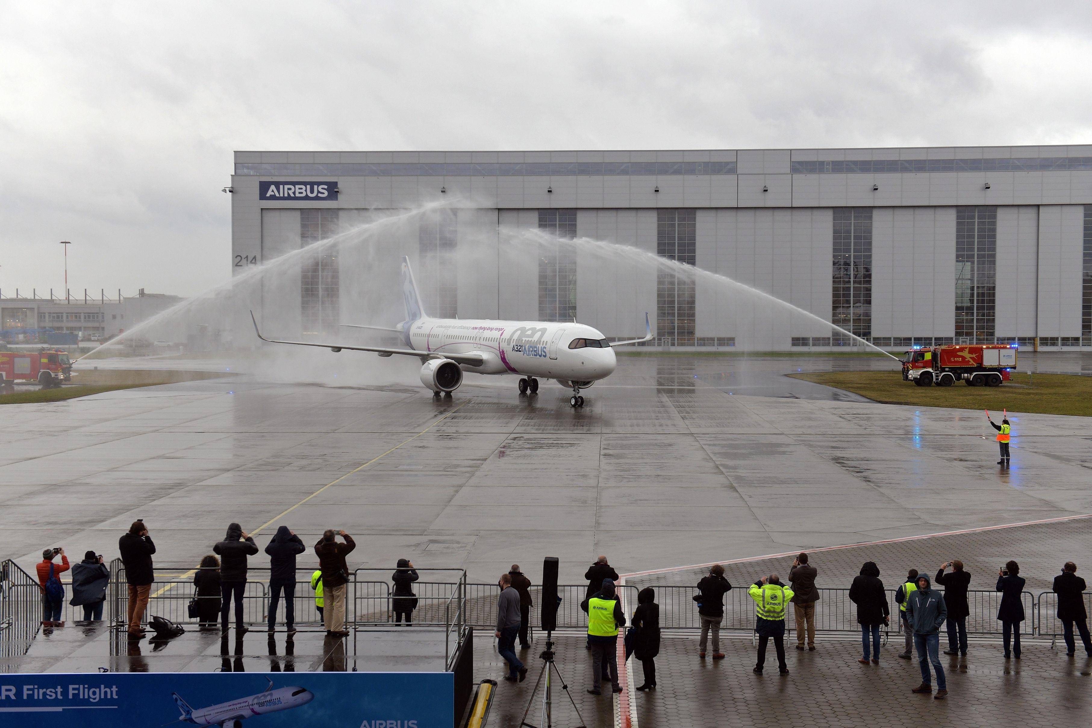 Airbus Soars With Maiden Flight of the Longest-Range Single-Aisle ...