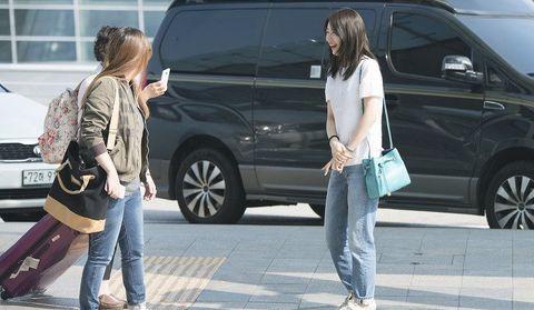 南韓「國民初戀」秀智(全名:裴秀智)在2010年以Miss A女團成員出道後,陸續接拍了許多偶像劇,最近則是和曾在《九家之書》(Kang Chi, the Beginning)共同合作的李昇基,再度領銜主演SBS的新劇《VAGABOND》,演出「女特務」一角!雖然秀智是南韓當紅的藝人,但她面對粉絲時,卻是親和力滿點!
