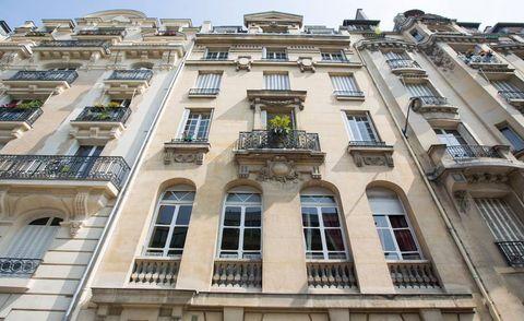 Paris Airbnb group of girls