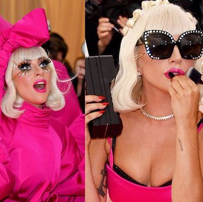 Eyewear, Pink, Lip, Sunglasses, Blond, Skin, Nose, Glasses, Selfie, Photography,
