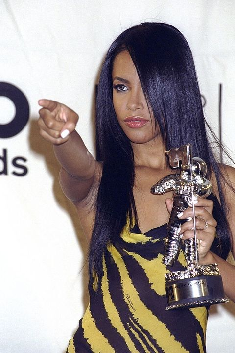cddf60ca7a Aaliyah points to the crowd while brandishing her award for