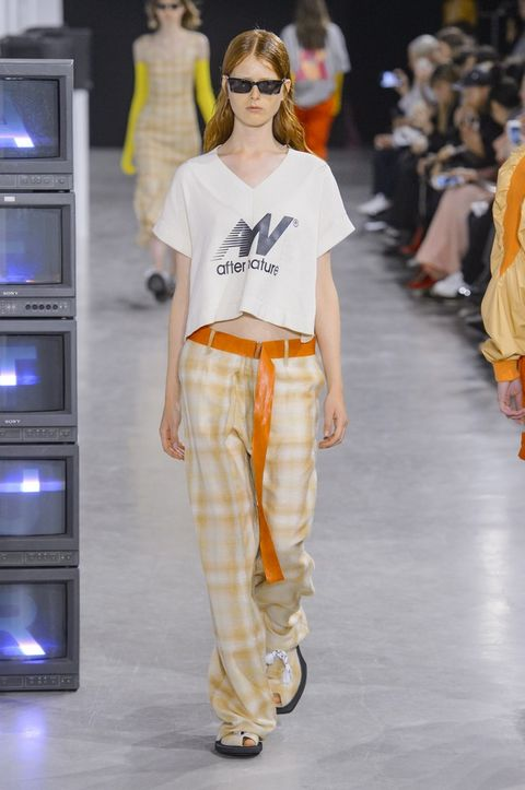 pantaloni-larghi-moda-primavera-estate-2018