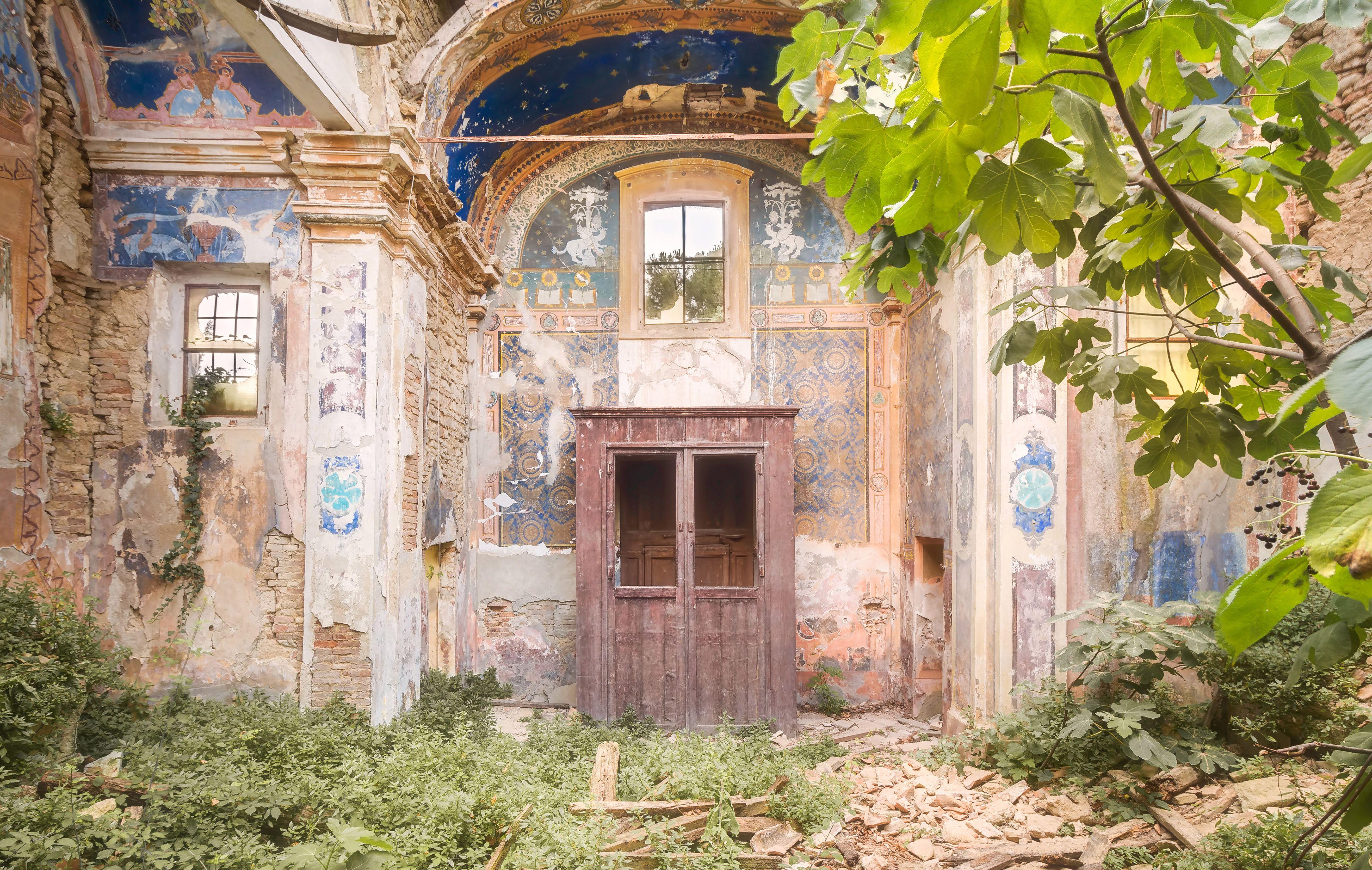abandoned churches italy