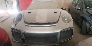 Porsche 911 GT2 RS abandonado