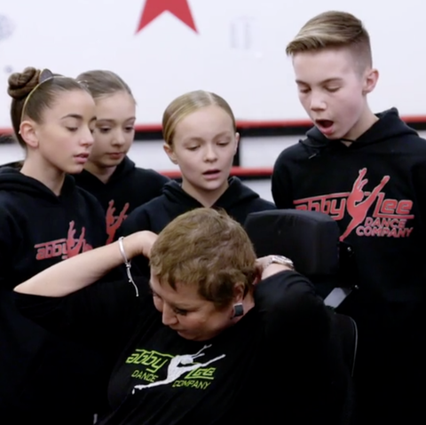 Abby Lee Miller Shows Cancer Scars and Hair Loss During 'Dance Moms' Premiere