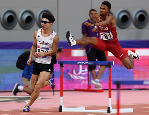 Abderrahman Samba durante su carrera en losCampeonatos de Asia de atletismo en los 400 metros vallas