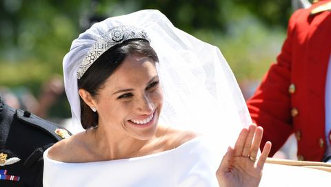 6627bc1dc2 Meghan Markle: l'abito da sposa Givenchy potrebbe finire presto in ...
