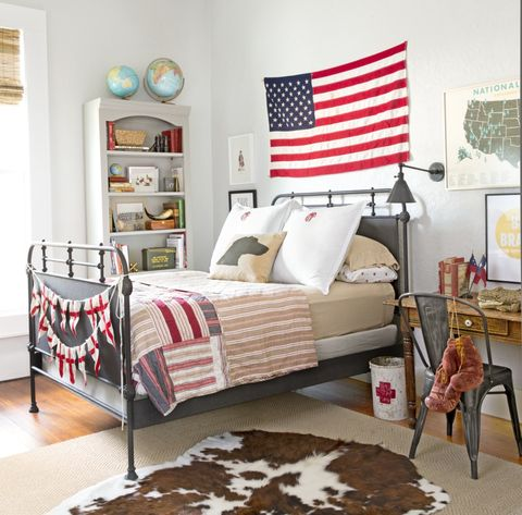 above bed decor american flag