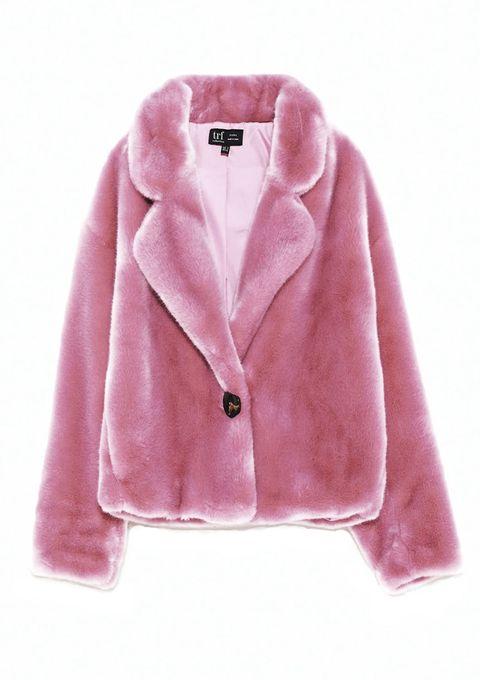 Las prendas de pelito están de moda. Te proponemos 11 abrigos y jerseys para que vayas a la moda esta temporada.