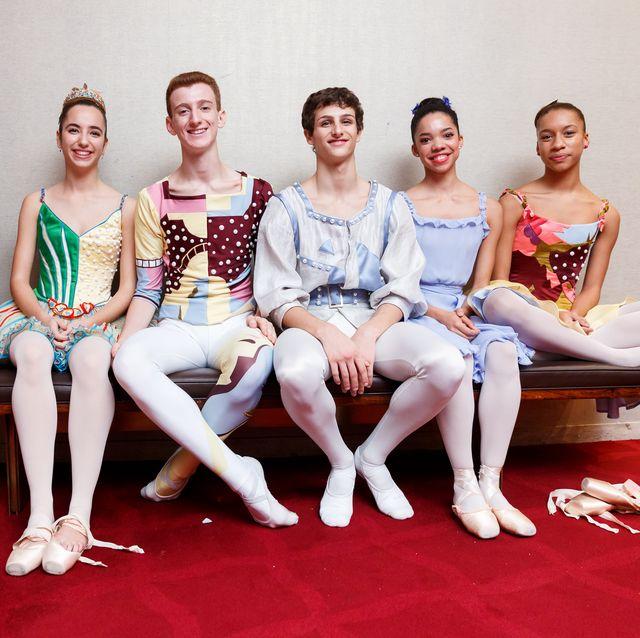 Performing arts, Event, Dance, Sitting, Performance, Dancer, Ballet, Footwear, Ballet dancer, Choreography,