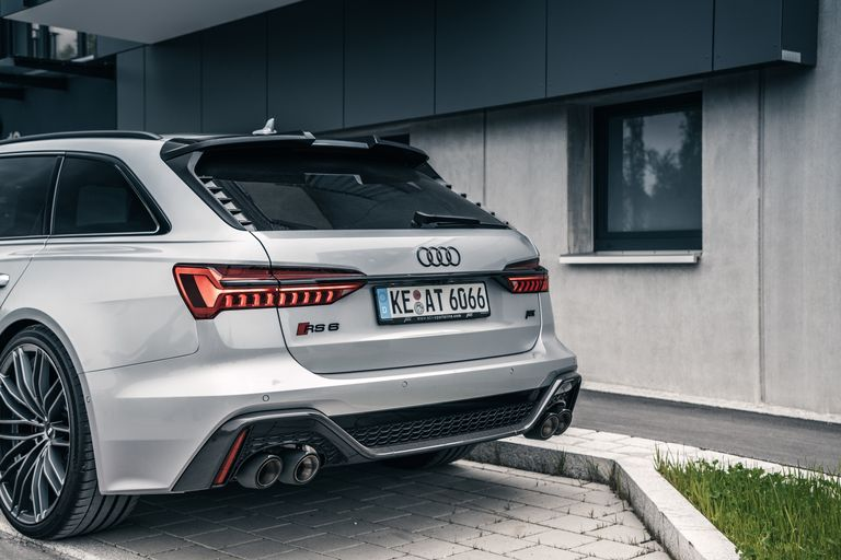 abt-rs6-hr22-rear-diagonally-detail-1-15