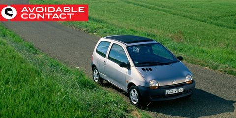 Land vehicle, Vehicle, Car, Motor vehicle, City car, Subcompact car, Grass, Renault twingo, Vehicle door, Automotive exterior,