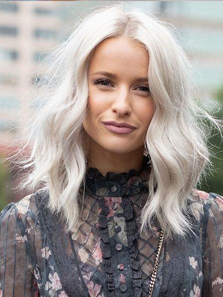 10 Acconciature capelli medi di moda nel 2019 mosso simmetrico. image
