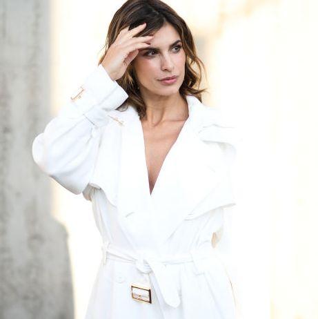 Foto de una mujer en elStreet Style de la Semana de la Moda de Milan