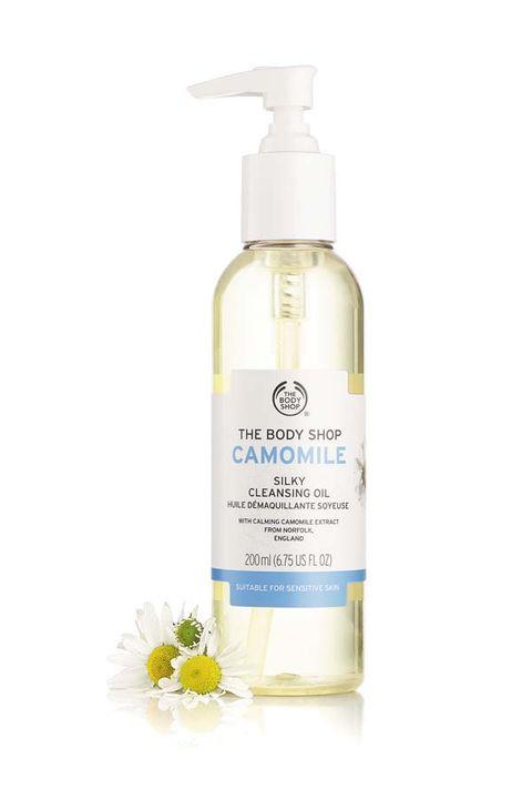 Product, camomile, Liquid, Skin care, Hand, Plant, Lotion, Jasmine, Fluid, Flower,