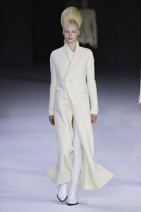 Fashion model, Fashion, White, Clothing, Fashion show, Runway, Haute couture, Suit, Human, Fashion design,